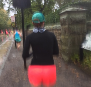 This runner came prepared for the weather with swim goggles!